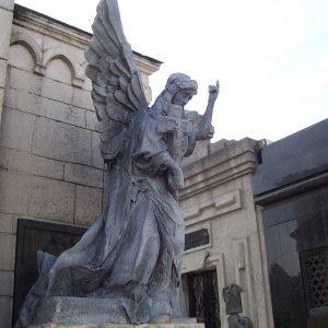 angel+en+el+cementerio